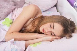 眠れば痩せる!?寝ないと太る!?